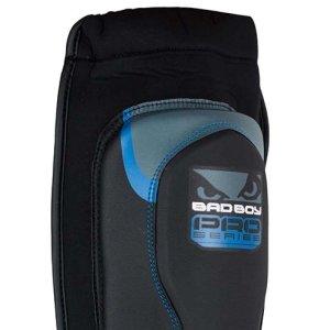 Protectii tibie Bad Boy, MMA Pro Series, din piele artificiala, negru-albastru